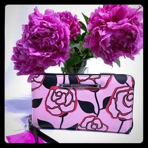 Betsey Johnson Floral Z/A wallet